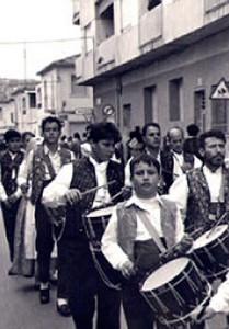 La dolçaina i el tabal, Així com el cant de les albades, formen part indissoluble de la quasi centenària festa fallera saguntina.