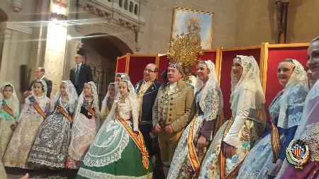 La Federación Junta Fallera de Sagunto participa en el Besamanos a la Virgen de los Desamparados