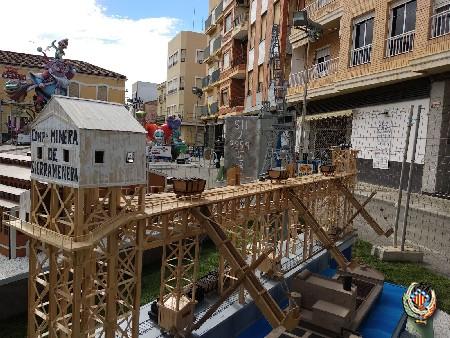 La falla Luis Cendoya dona sus maquetas de Fábrica a la Asociación del Patrimonio Industrial