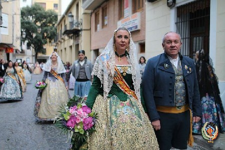 Mar Gimeno participa en la ofrenda a la Virgen María de Sales de Sueca