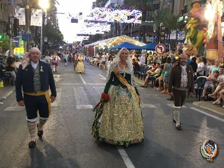 Las Falleras Mayores ofrendan en las Fogueras de San Juan en Alicante