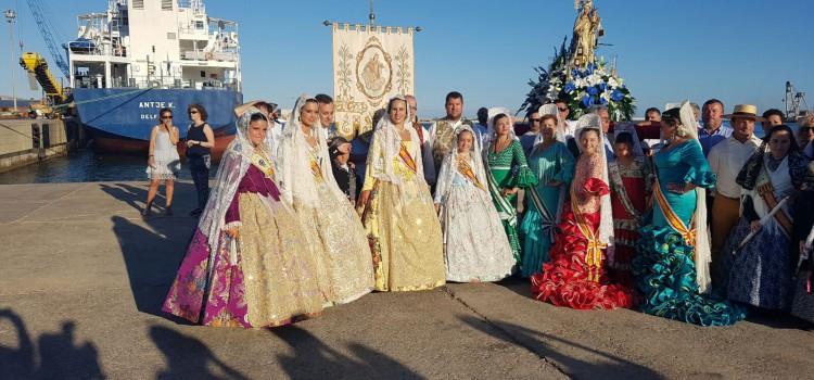 Beatriz Alós i Maria Villar acompanyen a la Verge del Carme en el seu dia gran